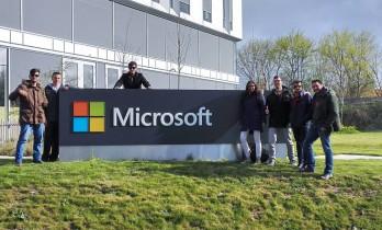 Participants inLabers fora l'edifici de Microsoft